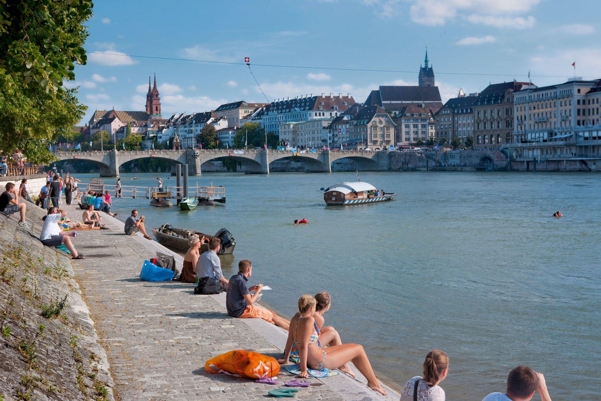 Rhein Promenade Sommer Basel