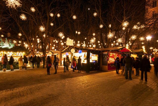 Der Basler Weihnachtsmarkt auf dem Münsterplatz.
