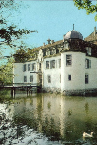 Das Restaurant Schloss Bottmingen in einem Wasserschloss aus dem 13. Jahrhundert.