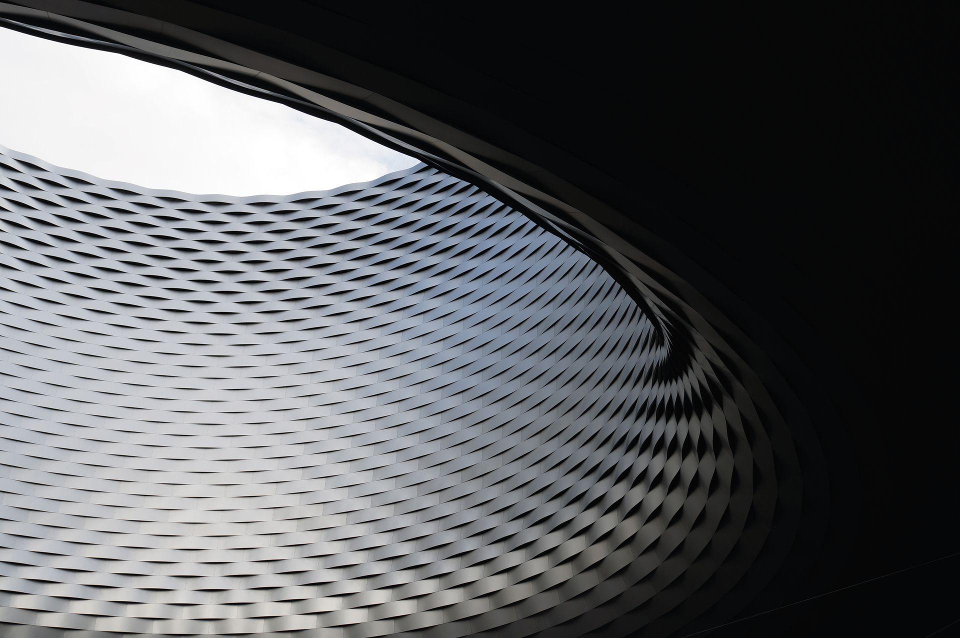 Das Skylight 'Fenster zum Himmel' des in Aluminium gekleideten Neubaus der Messe Basel, designed von Herzog & de Meuron, prägt den Messeplatz.   ///   The Skylight 'Window to the heavens' of the aluminium-clad new building at Basel's exhibition centre by Herzog & de Meuron shapes the Exhibition Square.