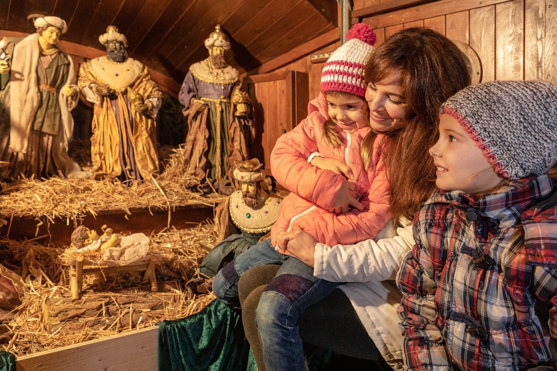 Die Weihnachtsfähre mit Krippenspiel und Kerzenschrein / The Basel Christmas ferry