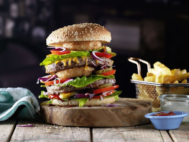 Ein Burger im American Restaurant & Caribbean Bar Papa Joe's.