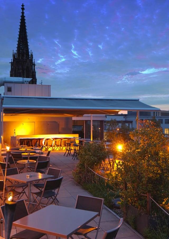 Das euro-asiatische Restaurant Noohn in Grossbasel. Dachterrasse 2011