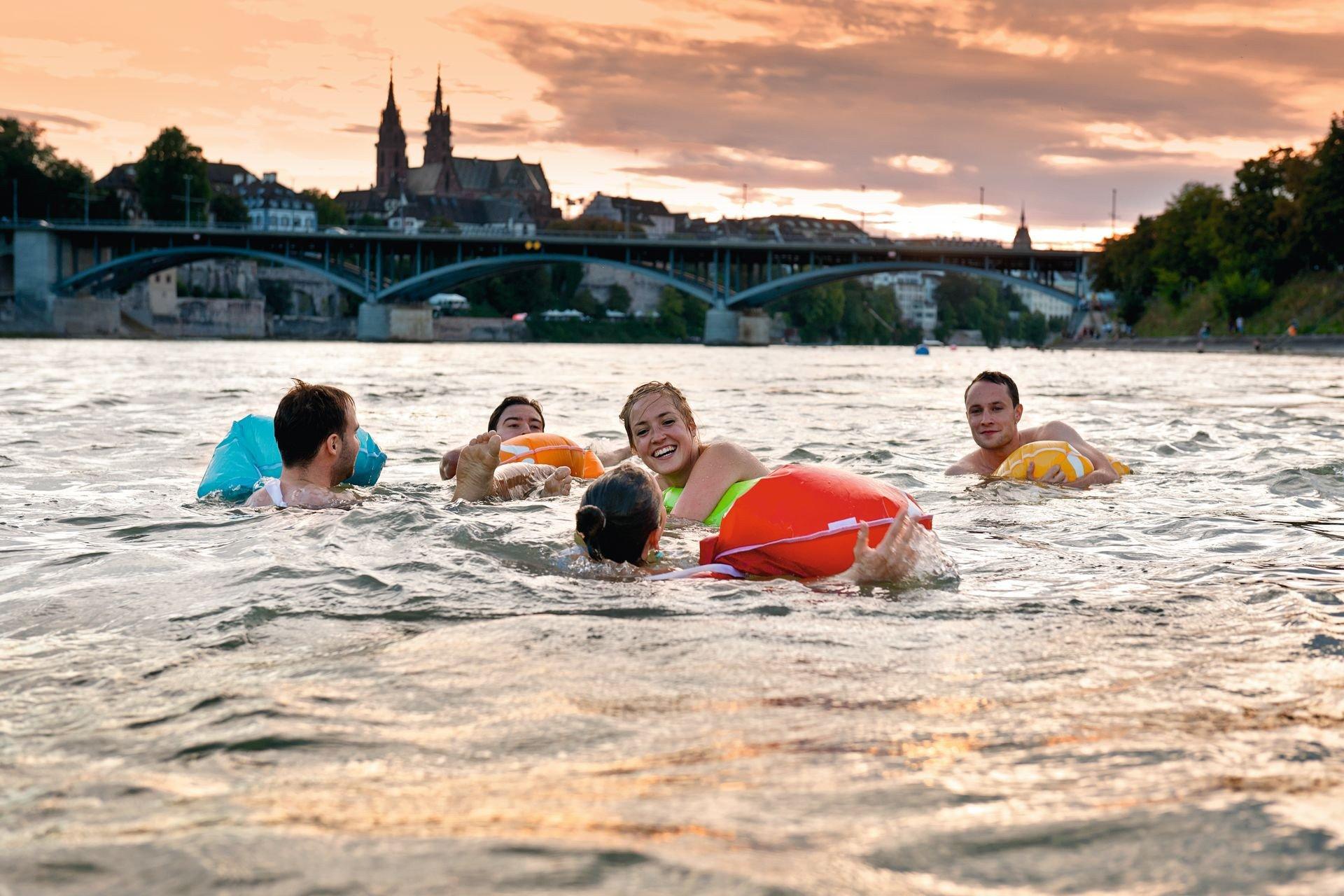 Rheinschwimmen Basel / Swimming in the Rhine