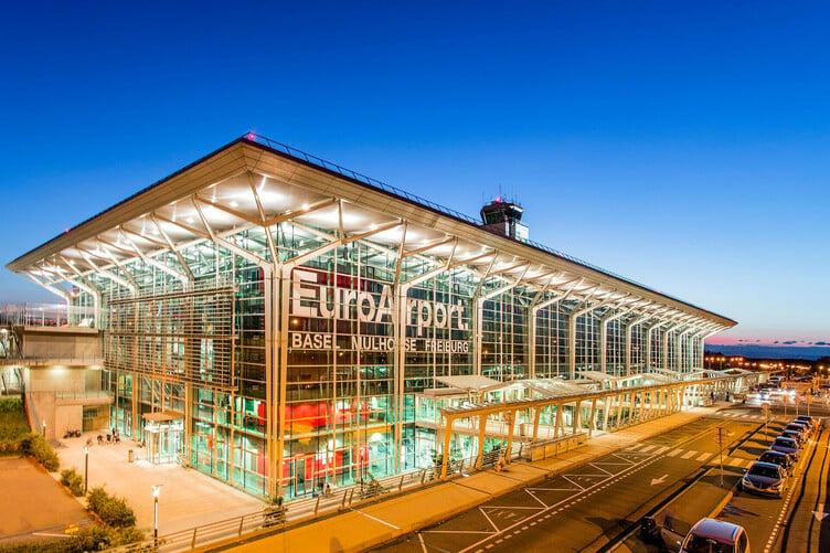 Euroairport EAP beleuchtet, Flughafen Basel-Mulhouse-Freiburg