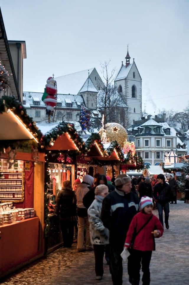 Der Weihnachtsmarkt auf dem Barfüsserplatz.