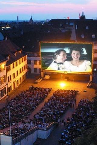 Das Allianz OpenAir Kino auf dem Münsterplatz.