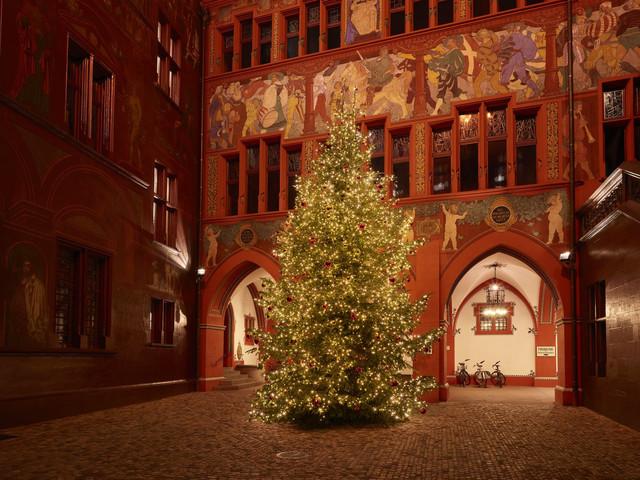 Hier ist während der Vorweihnachtszeit übrigens auch das Wunschbuch zu finden. // Incidentally, the wish book can be found here during the pre-Christmas period.