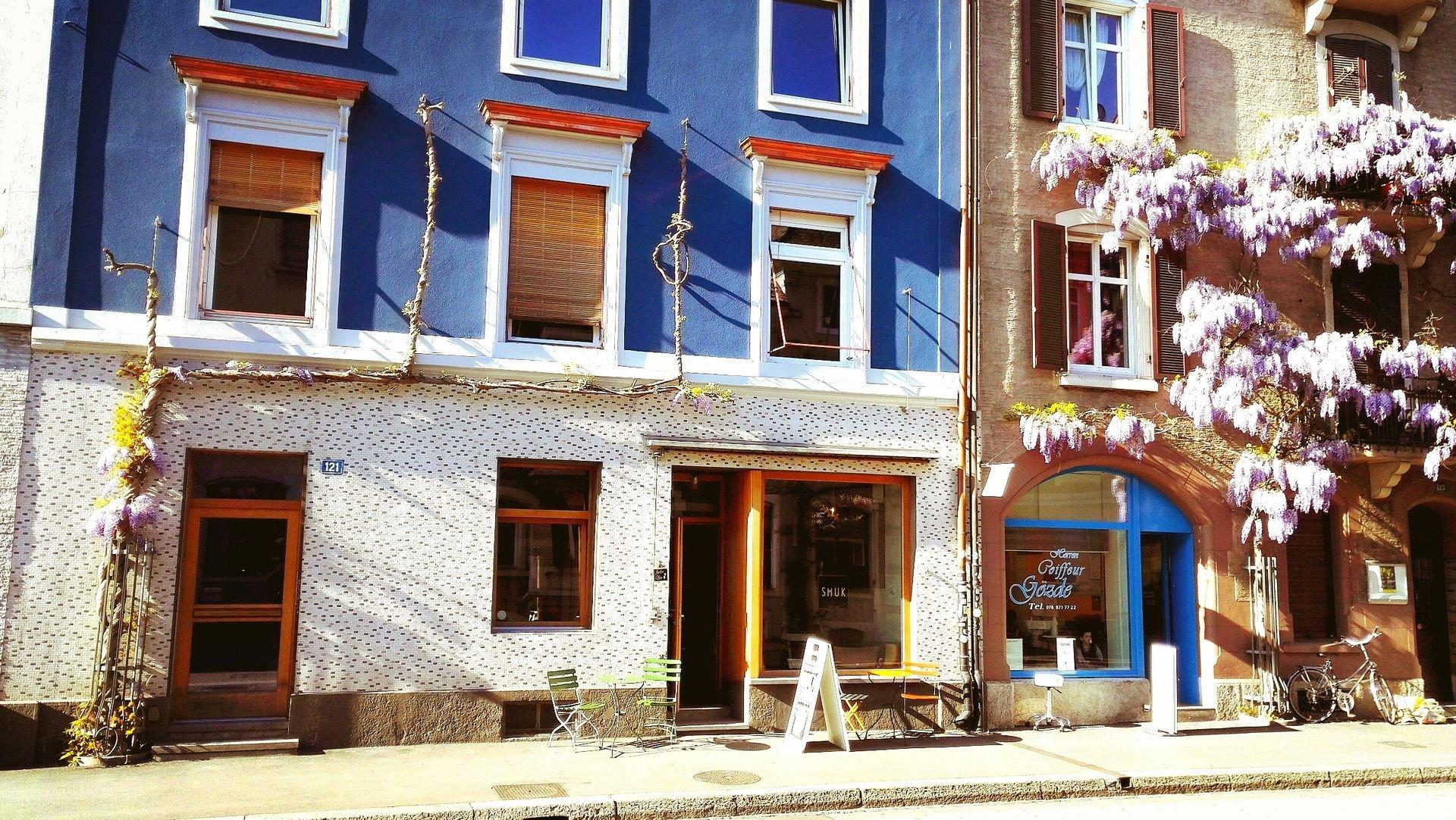 Café Smuk: In «Basels zweitem Wohnzimmer» fühlt ihr euch wie zu Hause, während ihr euch einen grossen Latte macchiato oder einen späten Brunch à discrétion gönnt.