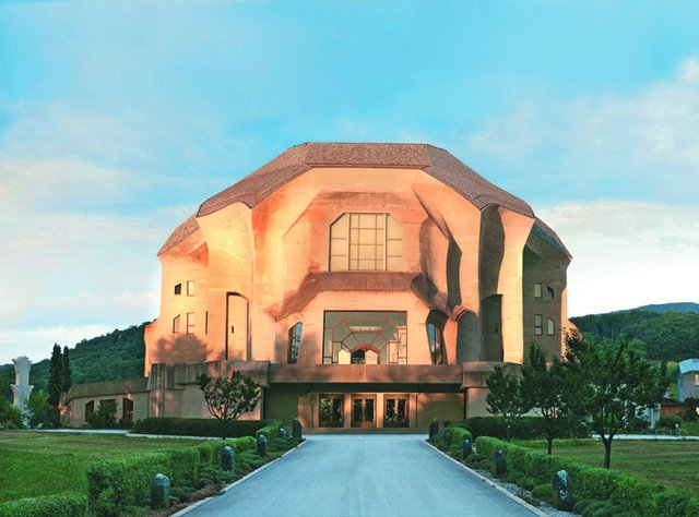 The Goetheanum in Dornach is the centre of the anthroposophistic teachings of Rudolf Steiner. -- Das Goetheanum in Dornach ist das Zentrum der anthroposophischen Lehre von Rudolf Steiner.