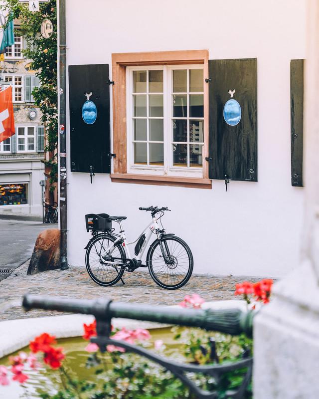 Die Grossbasler Altstadt ist eine der intaktesten und schönsten in Europa, und lädt mit ihren Fussgängerzonen zum Spazieren, Einkaufen, und Geniessen ein. /// Basel's Old town is one of the best-preserved and picturesque Old Towns in Europe, with attractive predestrian areas for enjoying a stroll, some shopping or a bite to eat.