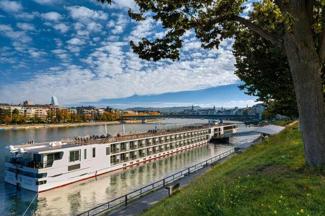 Die Anlegestelle St.Johann ist ein beliebter Start- und Endpunkt von Flusskreuzfahrten.   ///   The St. Johann landing stage is a popular starting- and end-point for river cruises.