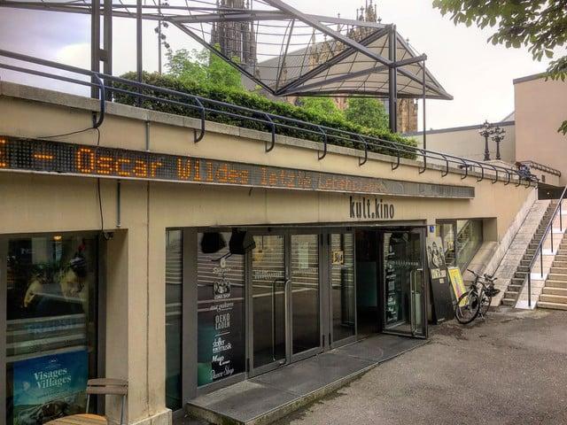 Das Kultkino beim Theaterplatz in Basel.