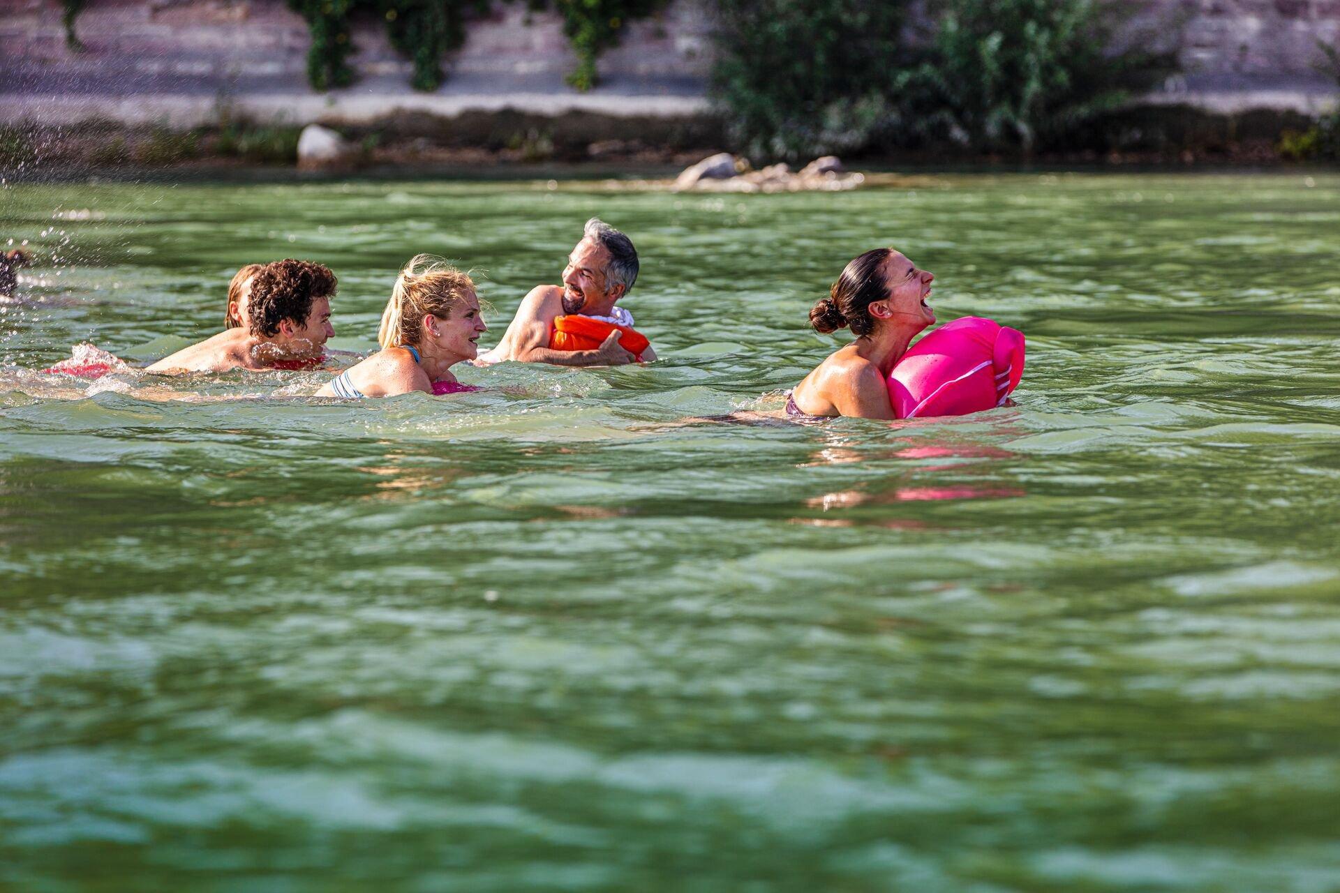 Rheinschwimmen in Basel // Swimming in the Rhine in Basel