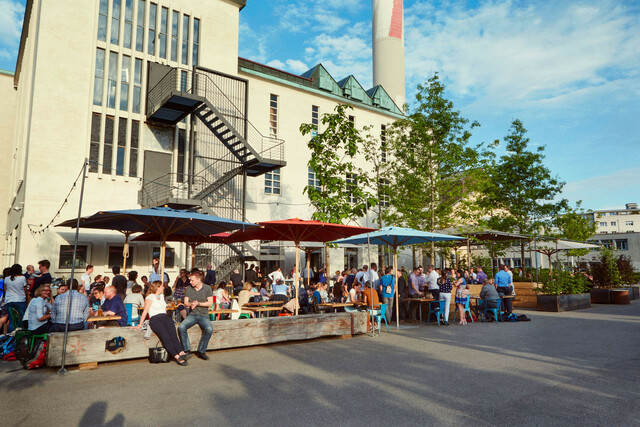 Die Brauerei Volta Bräu mit Brewpub und Garten.