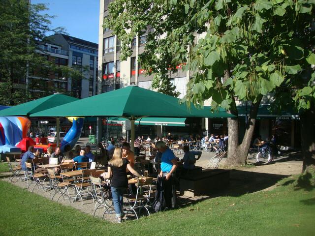 Die Terrasse des Irish Pubs Paddy Reilly's Bar & Restaurant Basel.