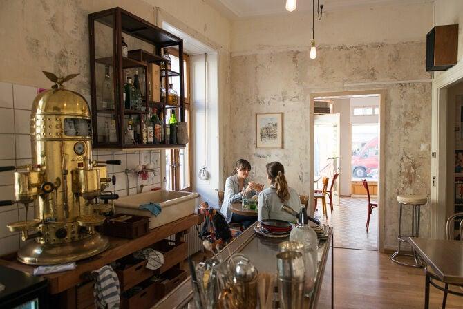 Avant-Gouz: Ausgiebig brunchen, Golden Latte trinken und stundenlang plaudern? In der charmanten Café-Bar könnt ihr genau das tun, und zwar nicht nur sonntags, sondern auch montags, dienstags und an jedem anderen Wochentag.