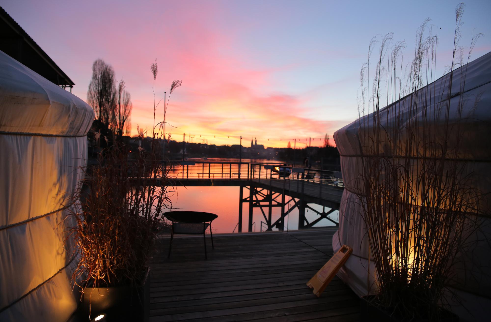 Rheinbad Breite und Sauna am Rhy: Das Badehäuschen ist von Mai bis September geöffnet. Ab Ende Oktober lädt die Sauna am Rhy am gleichen Ort zum Aufwärmen ein.